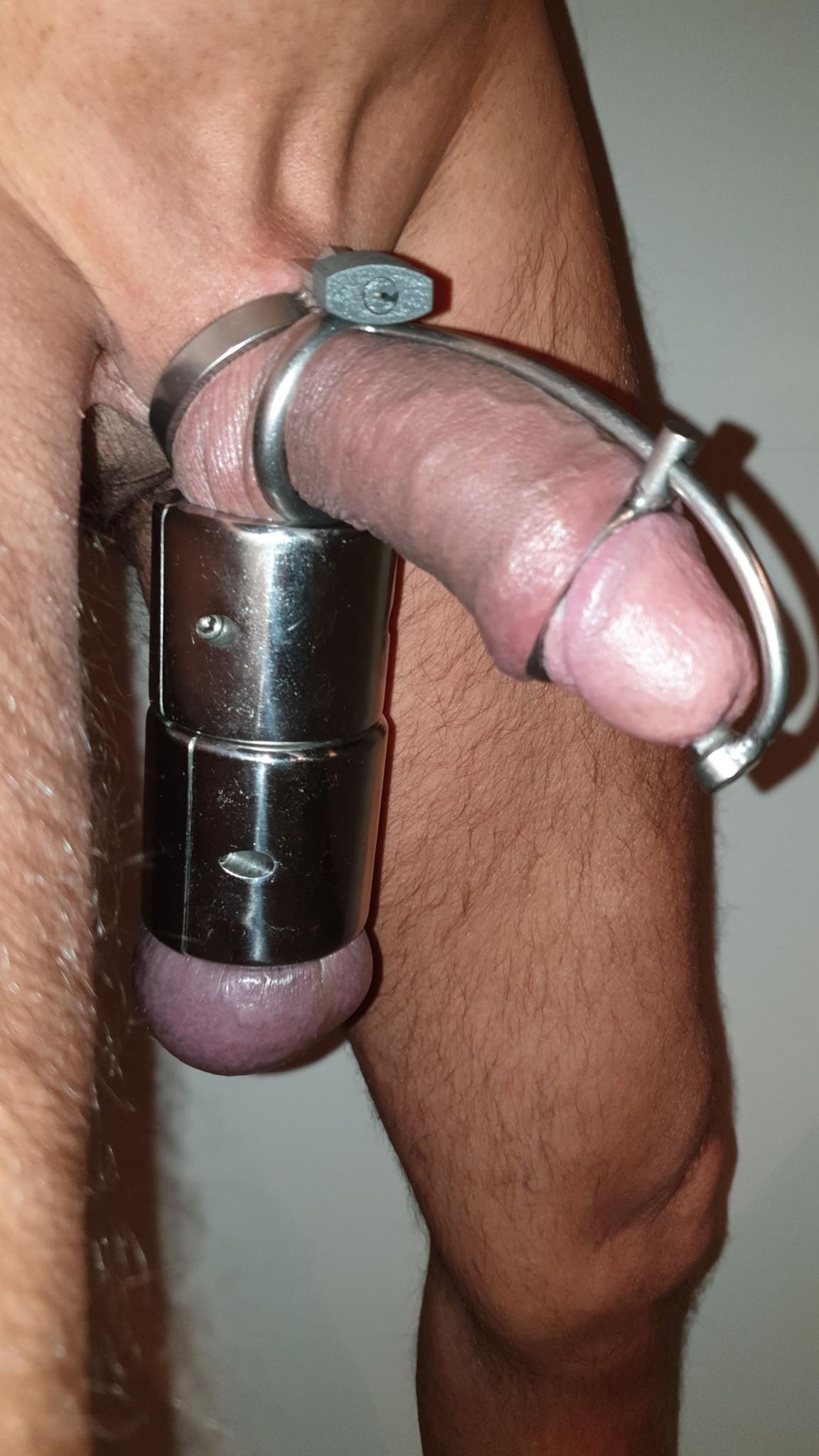 cockcage-met-ballstretcher