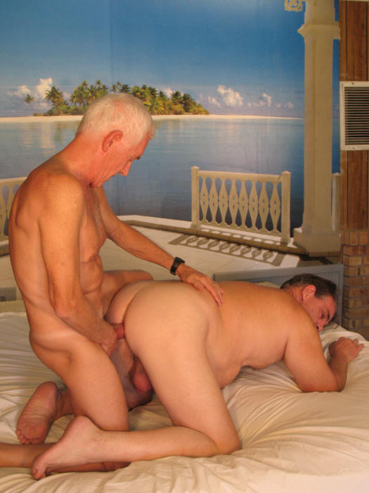 twink gives incredible blow job makes guy cum fast