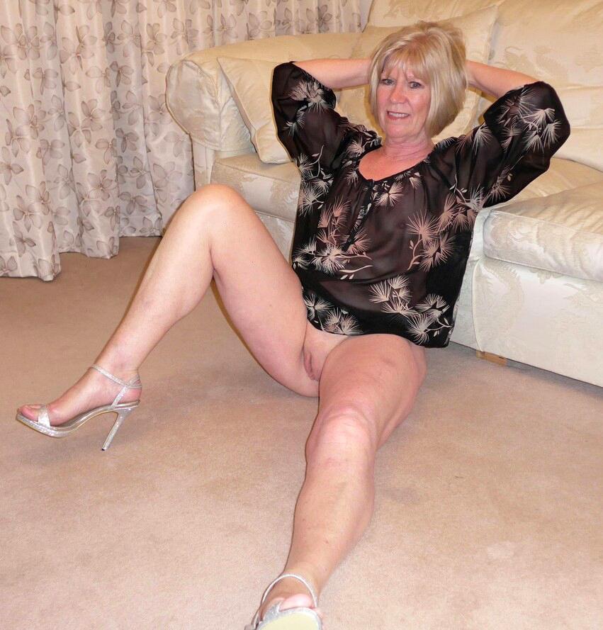 sexy-old-ladies_242342-4