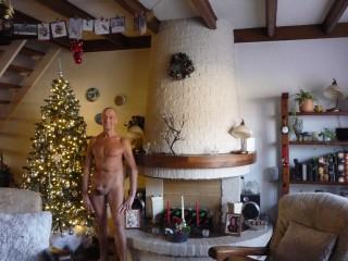 28-12-2020 Sta met een stijve langs de kerstboom